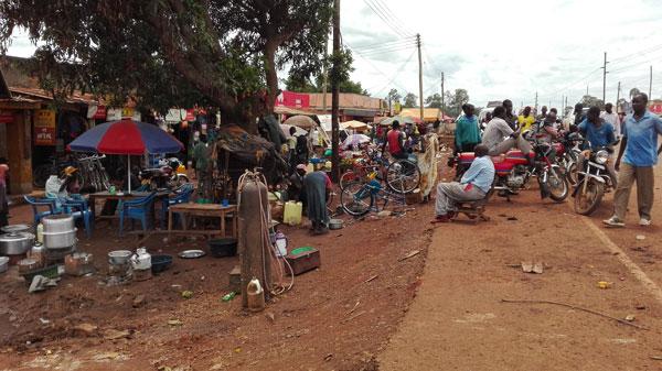 An der Hauptstraße von Bweyale